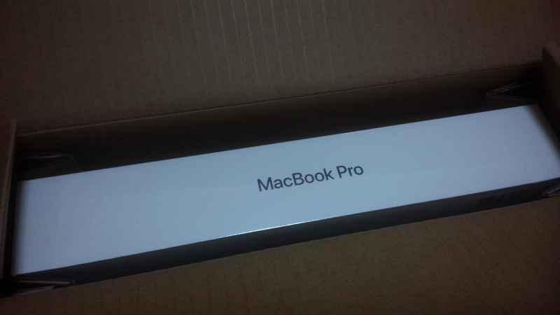 MacbookProの箱、登場