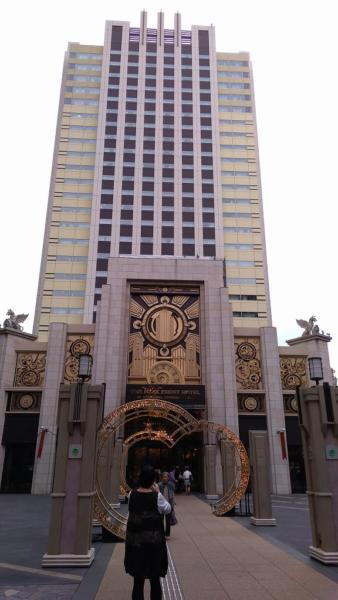 圧倒的な外観、最高階28階